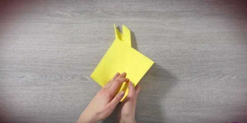 serviette de table en forme de lapin étape 5