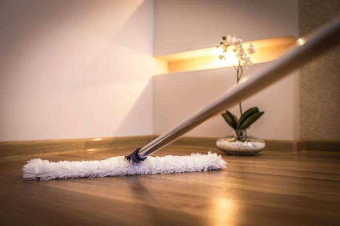 nettoyer un plancher de bois