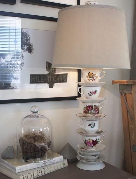 lampe avec base tasses de thé