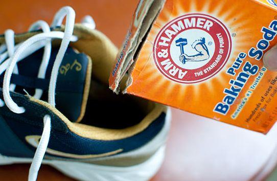 Bicarbonate de soude dans les chaussures