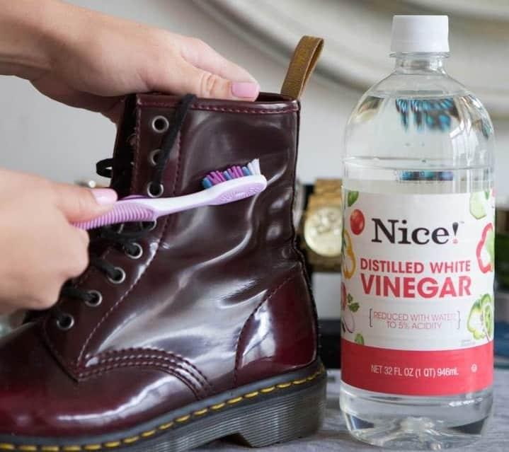Nettoyer les taches blanches sur les chaussures