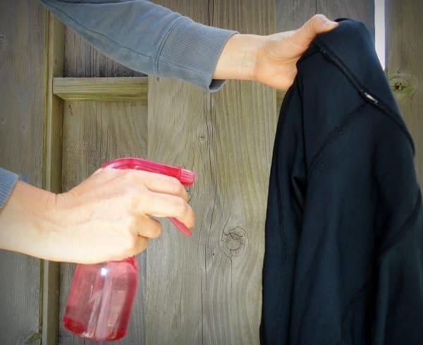Vaporiser de la vodka sur les vêtements pour les odeurs