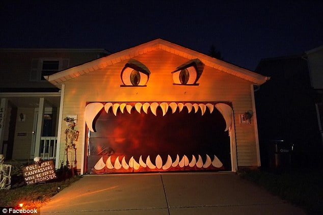Elle transforme sa porte de garage en d coration d for Decoration noel porte de garage